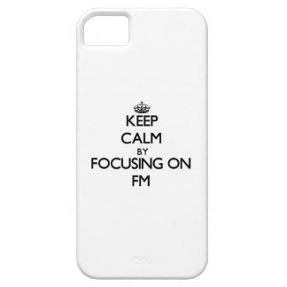 Guarde la calma centrándose en Fm iPhone 5 Case-Mate Fundas