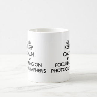 Guarde la calma centrándose en fotógrafos taza