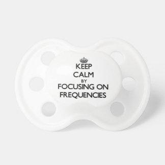 Guarde la calma centrándose en frecuencias chupete de bebe