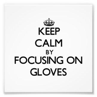 Guarde la calma centrándose en guantes cojinete