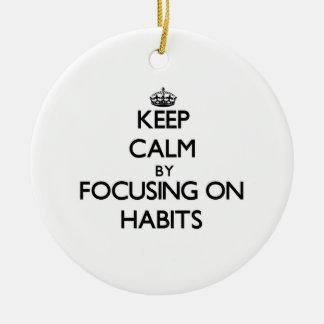 Guarde la calma centrándose en hábitos ornamentos para reyes magos