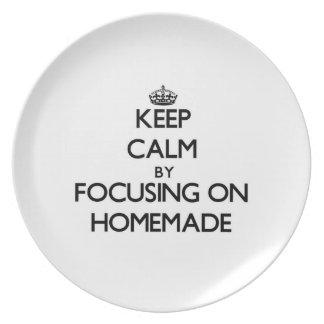 Guarde la calma centrándose en hecho en casa