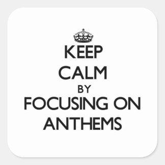 Guarde la calma centrándose en himnos