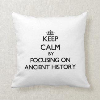 Guarde la calma centrándose en historia antigua almohadas