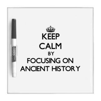 Guarde la calma centrándose en historia antigua pizarra