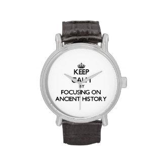 Guarde la calma centrándose en historia antigua reloj