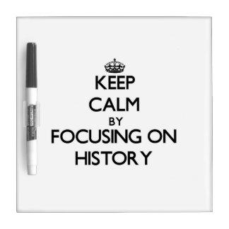 Guarde la calma centrándose en historia tablero blanco