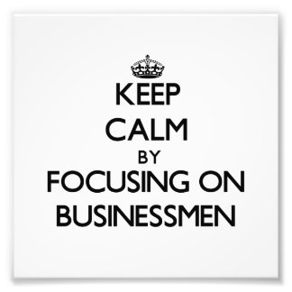 Guarde la calma centrándose en hombres de negocios fotografias
