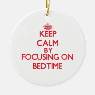 Guarde la calma centrándose en hora de acostarse adorno de navidad