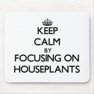 Guarde la calma centrándose en Houseplants Alfombrillas De Ratones