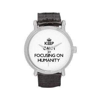 Guarde la calma centrándose en humanidad reloj de mano