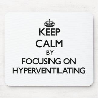 Guarde la calma centrándose en Hyperventilating Tapetes De Ratones