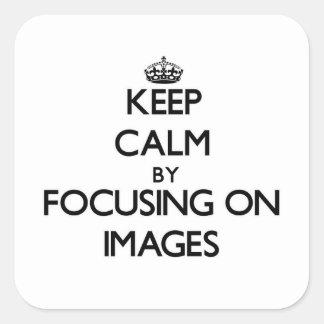 Guarde la calma centrándose en imágenes pegatina cuadrada