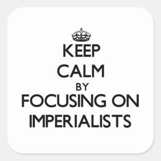 Guarde la calma centrándose en imperialistas pegatina cuadrada