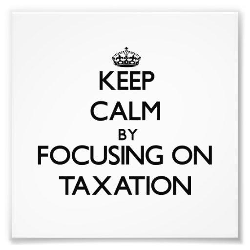 Guarde la calma centrándose en impuestos impresiones fotográficas