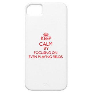 Guarde la calma centrándose en incluso terrenos de iPhone 5 protector