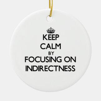 Guarde la calma centrándose en Indirectness Ornamentos De Navidad