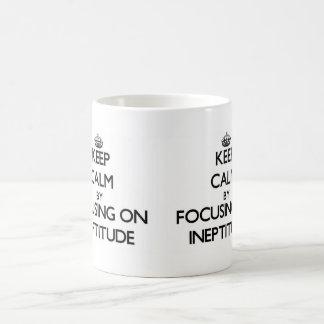 Guarde la calma centrándose en ineptitud tazas