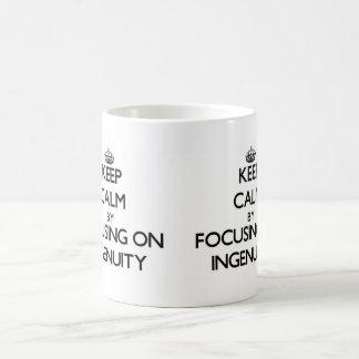 Guarde la calma centrándose en ingeniosidad taza