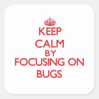 Guarde la calma centrándose en insectos pegatina cuadrada