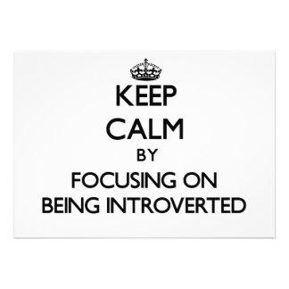 Guarde la calma centrándose en Introverted Invitaciones Personalizada