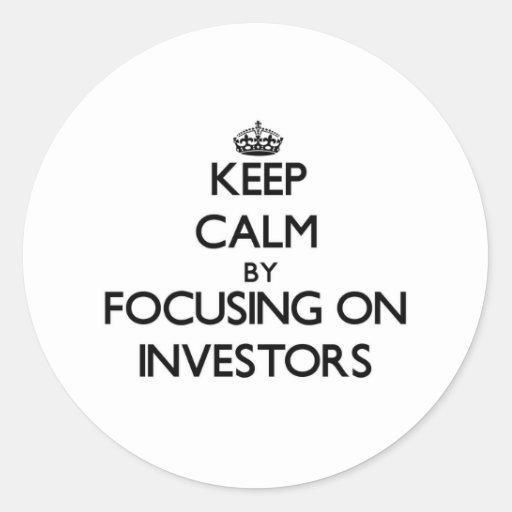 Guarde la calma centrándose en inversores pegatina redonda