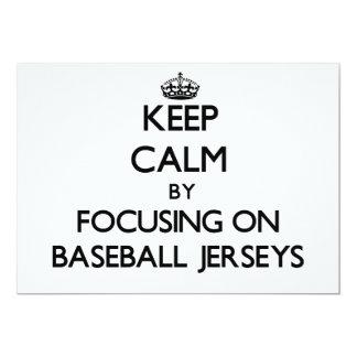 """Guarde la calma centrándose en jerseys de béisbol invitación 5"""" x 7"""""""
