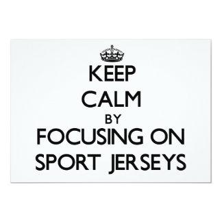 """Guarde la calma centrándose en jerseys del deporte invitación 5"""" x 7"""""""