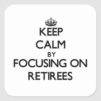 Guarde la calma centrándose en jubilados pegatinas cuadradas personalizadas