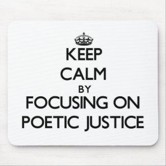 Guarde la calma centrándose en justicia poética tapete de ratones