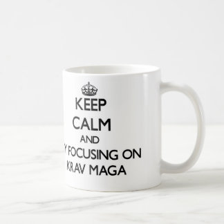 Guarde la calma centrándose en Krav Maga Taza De Café