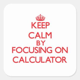 Guarde la calma centrándose en la calculadora pegatina cuadrada