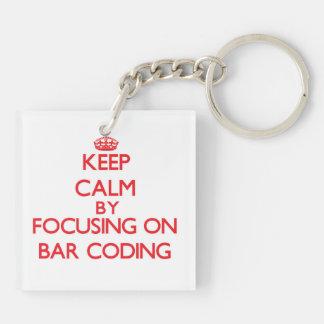 Guarde la calma centrándose en la codificación de llavero cuadrado acrílico a doble cara