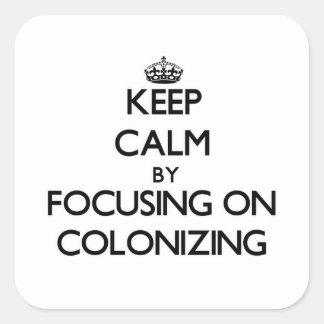 Guarde la calma centrándose en la colonización pegatina cuadrada