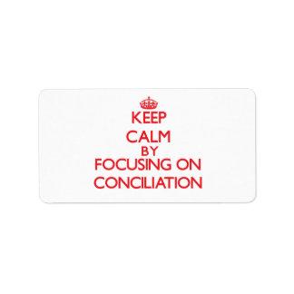 Guarde la calma centrándose en la conciliación etiquetas de dirección