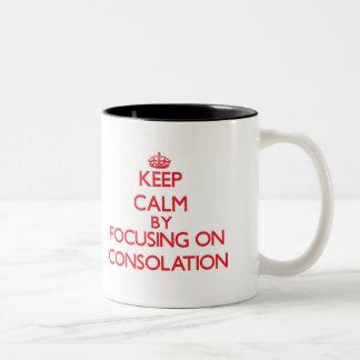 Guarde la calma centrándose en la consolación taza dos tonos