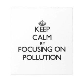 Guarde la calma centrándose en la contaminación libreta para notas