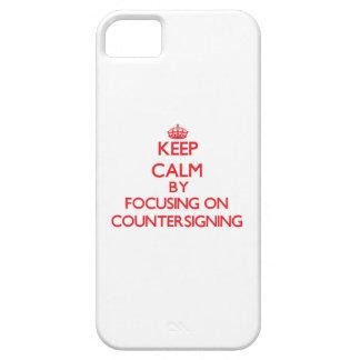 Guarde la calma centrándose en la contraseña iPhone 5 Case-Mate cárcasa