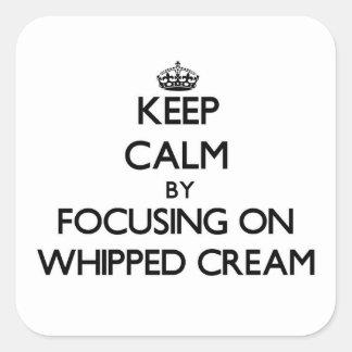 Guarde la calma centrándose en la crema Whipped Colcomanias Cuadradas