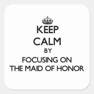 Guarde la calma centrándose en la criada del honor