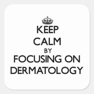 Guarde la calma centrándose en la dermatología calcomania cuadradas personalizada