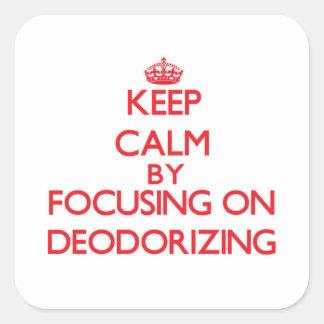 Guarde la calma centrándose en la desodorización calcomania cuadradas