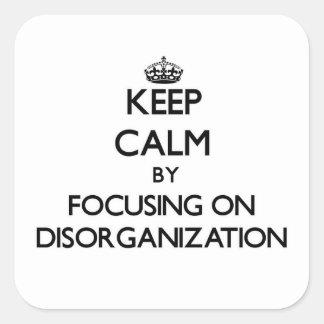 Guarde la calma centrándose en la desorganización pegatina cuadrada