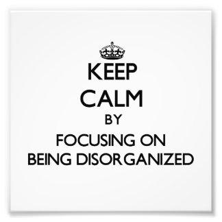 Guarde la calma centrándose en la desorganización fotografia