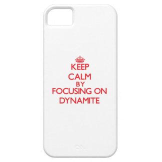 Guarde la calma centrándose en la dinamita iPhone 5 Case-Mate protectores