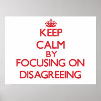 Guarde la calma centrándose en la discrepancia posters