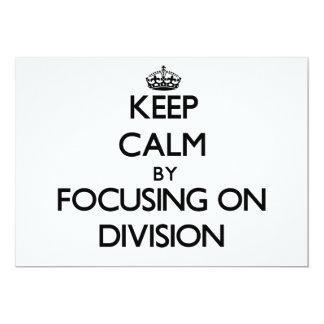 Guarde la calma centrándose en la división invitaciones personales