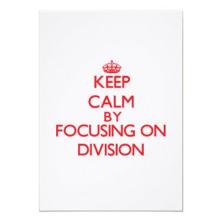 Guarde la calma centrándose en la división invitacion personalizada