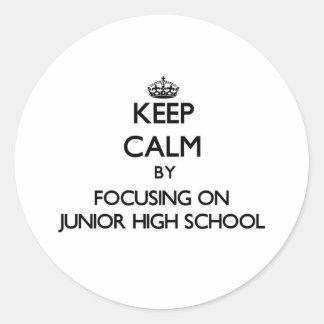Guarde la calma centrándose en la escuela de pegatina redonda