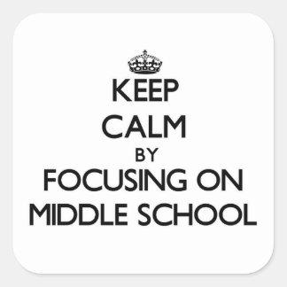 Guarde la calma centrándose en la escuela pegatina cuadrada